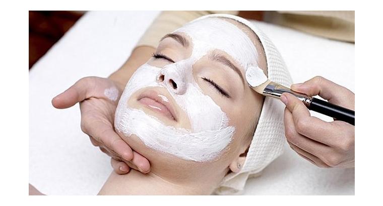 خدمات پاکسازی پوست و ماساژ